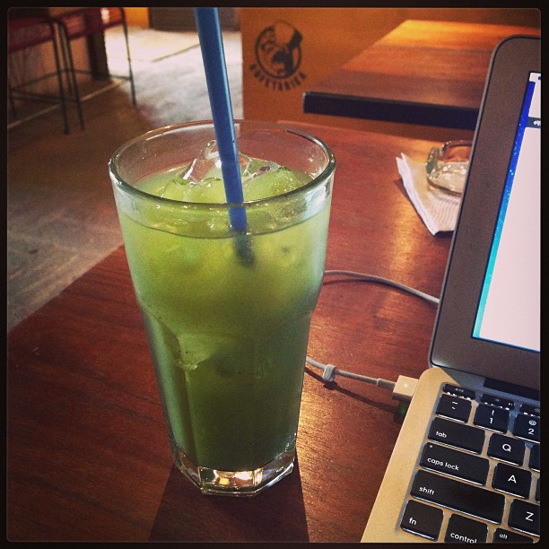 Cucumber & hierba buena water