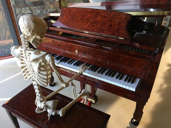 skeleton-piano